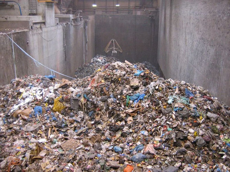 Müllbunker - Lots of garbage at Essent Milieu (Wijster, the Netherlands). Picture taken by Fruggo