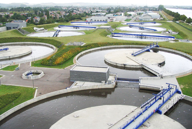 Abwasseraufbereitung - Oupeye (Belgium) biological sewage treatment - Urheber: User:Xofc