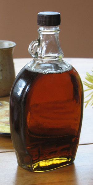 Eine Flasche Ahornsirup / Bottle of maple syrup from Quebec